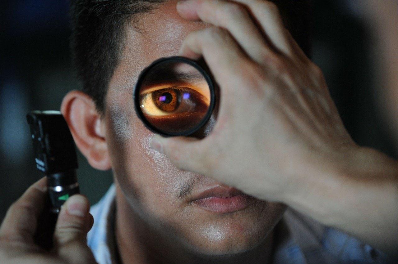 Okulary przeciwsłoneczne przy wadzie wzroku? Jak najbardziej!